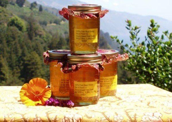 Miel de montaña envasada en tarros de cristal