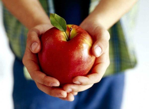 ¿Cuál es el uso, la composición, el daño de las manzanas al cuerpo humano, es esta fruta posible para todos?